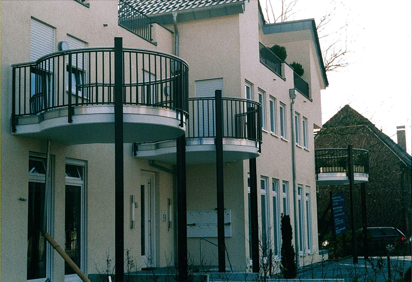sonnenschirm mit kurbel grau halbrund 300cm gro balkon garten mwd. Black Bedroom Furniture Sets. Home Design Ideas